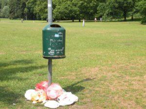 Mülleimer im Volkspark Rehberge