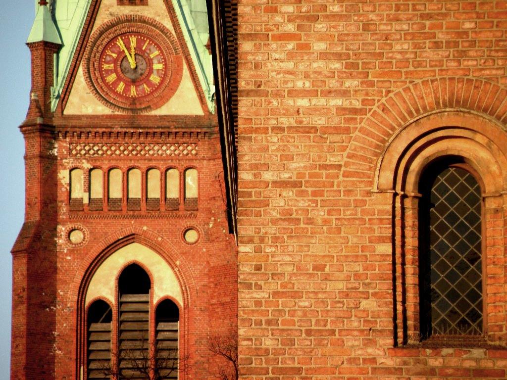 Neue und alte Nazarethkirche direkt hintereinander