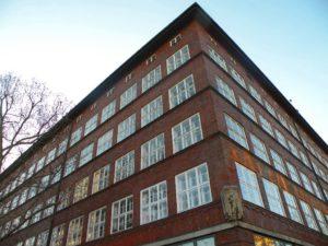 Rathaus-Altbau im Stil der Neuen Sachlichkeit