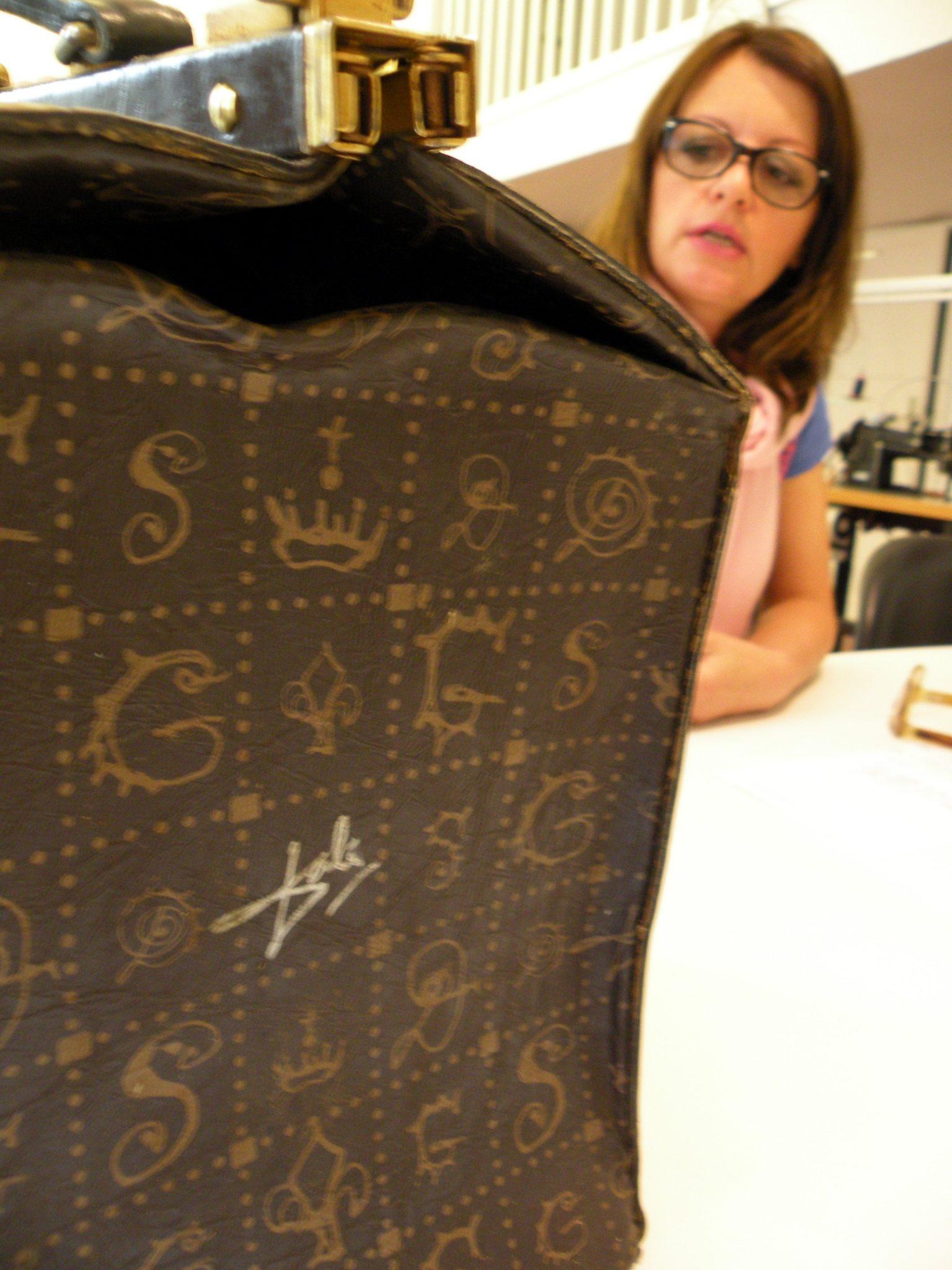 """Die """"Dali-Tasche mit Künstler-Signatur"""
