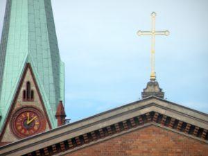 Turm der Neuen und Kreuz der Alten Nazarethkirche
