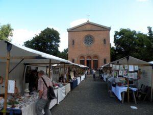 Die Nazarethkirche - eine schöne Kulisse für den Markt