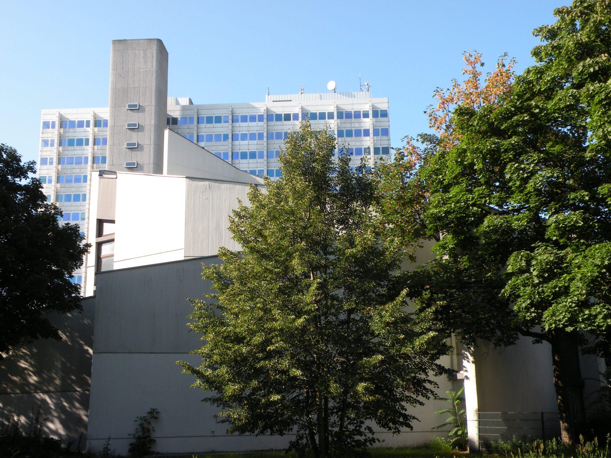 Dankeskirche und BAYER-Hochhaus
