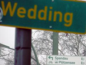 Wedding-Schild und Radwegeschild