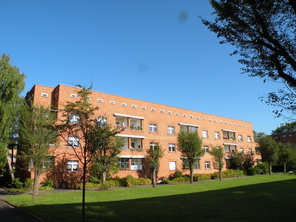 Typische Hofseite eines Wohngebäudes der Schillerpark-Siedlung