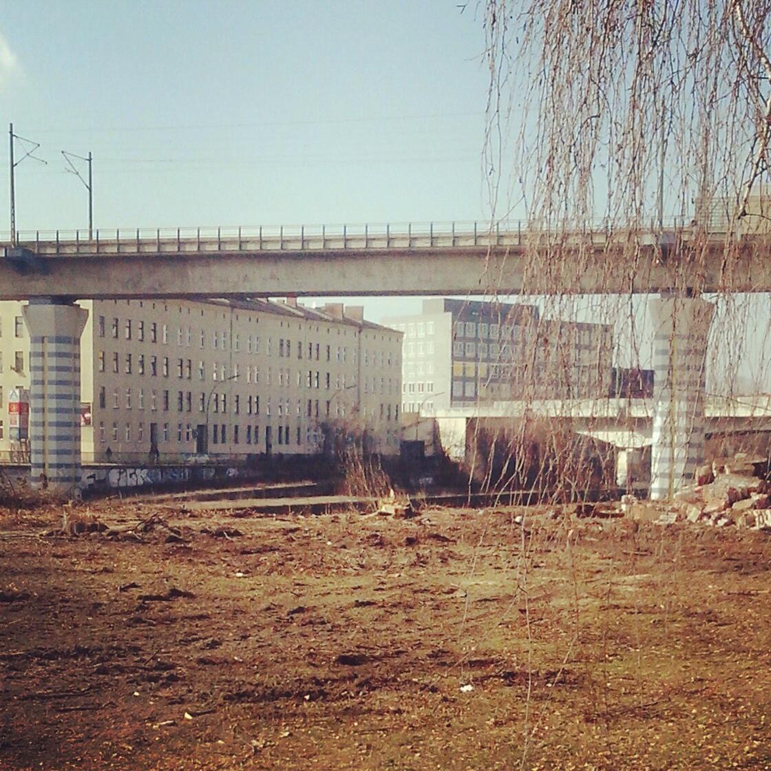 Bauvorbereitende Maßnahmen am Kanalufer