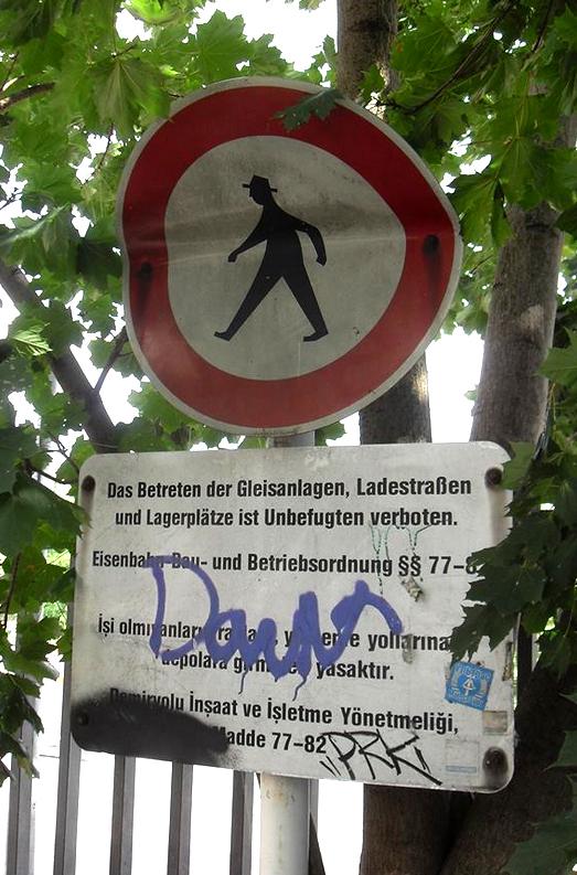 Verbotsschild am Mauerpark