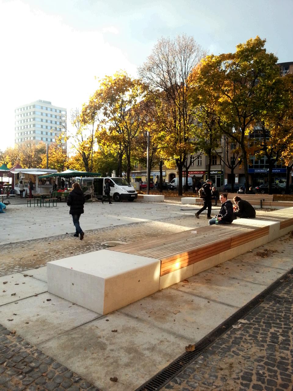 Bänke auf dem Leopoldplatz