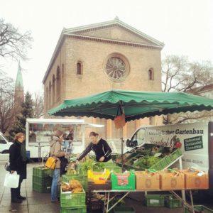 Einkaufen auf dem Leopoldplatz Markttag Wochenmarkt