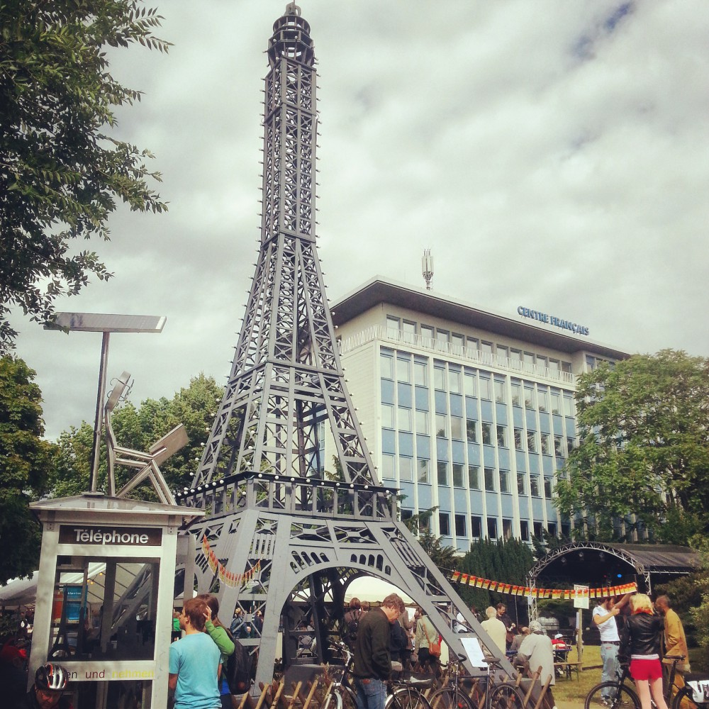 Vor dem Centre Francais