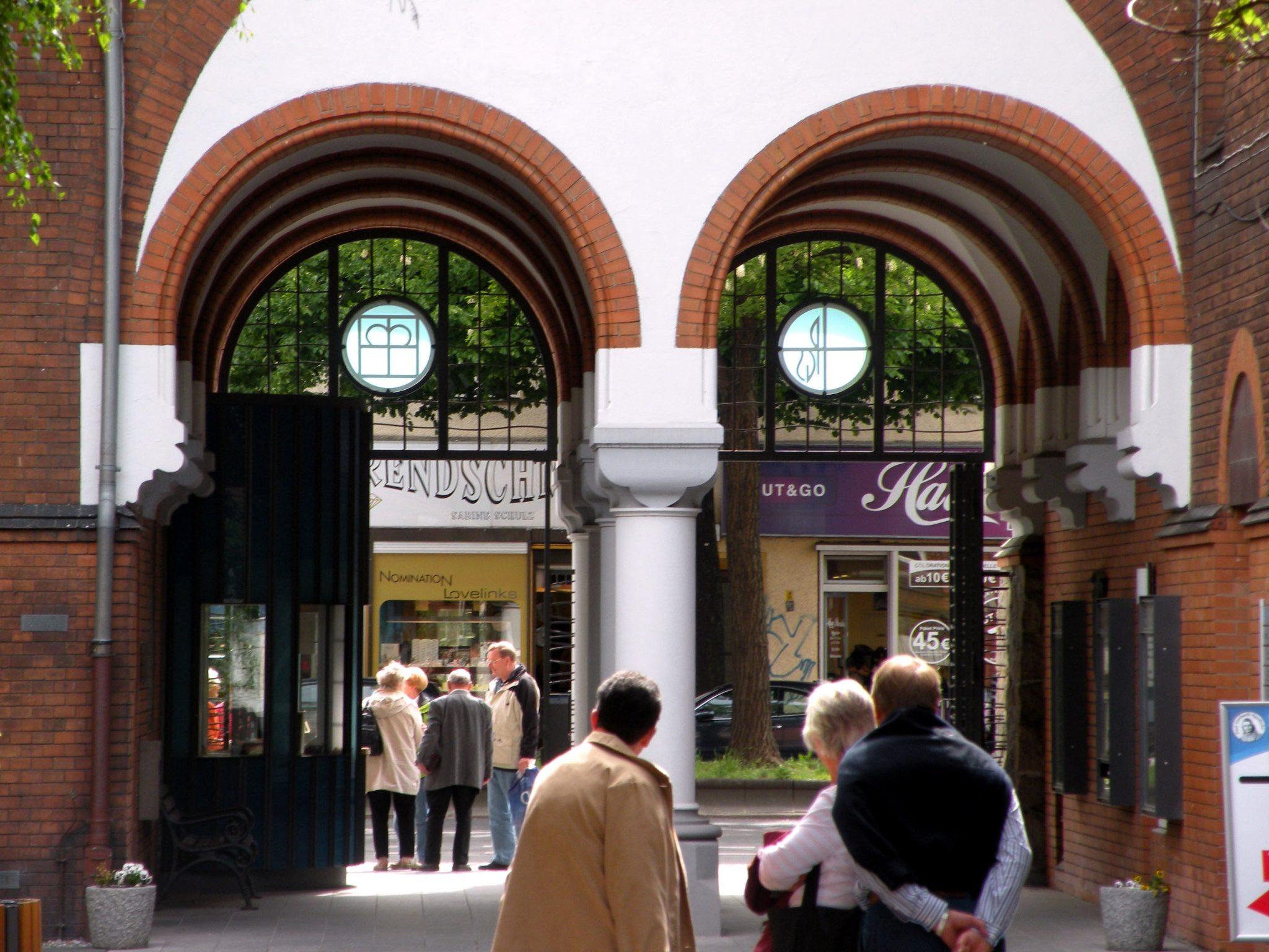 Blick vom Innenhof des Paul-Gerhardt-Stiftes zur Müllerstraße