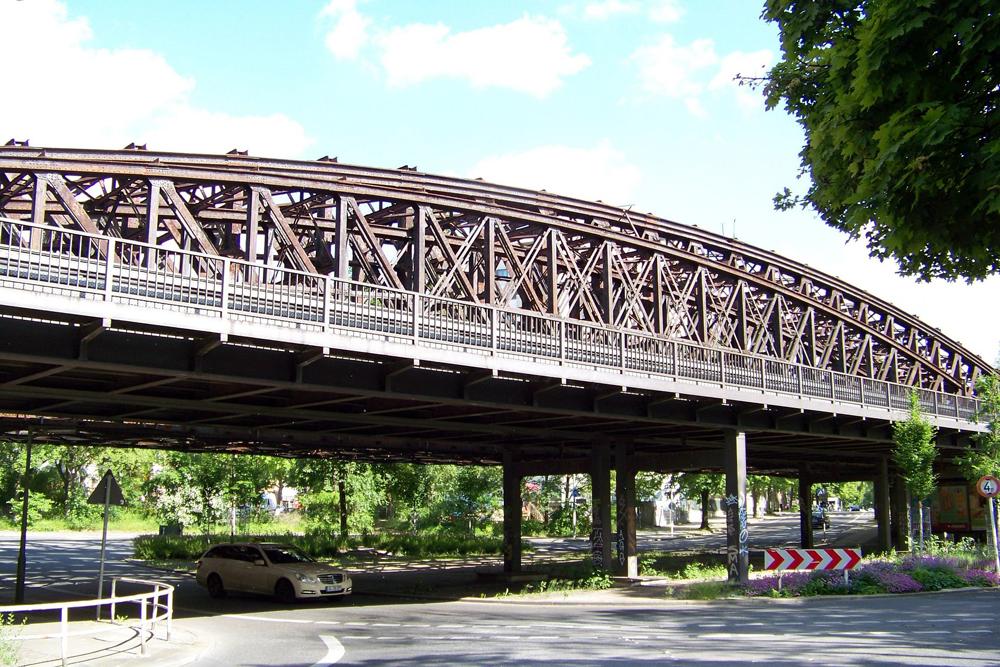 Die Liesenbrücken stehen zum Verkauf. Foto: Nachtschatt.