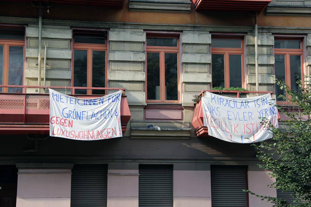 Umstrittenes Bauprojekt: Plakate in der Graunstraße.