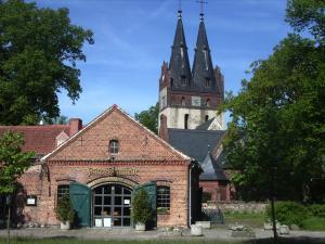 Die Kirche und die alte Schmiede von Zepernick