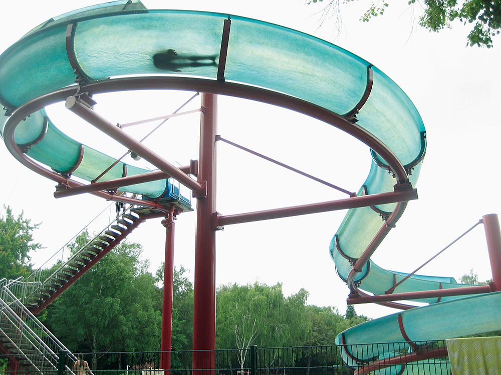 Rutschpartie im Humboldthain: Die Rutsche ist für viele Kinder das Schönste am Sommerbad.