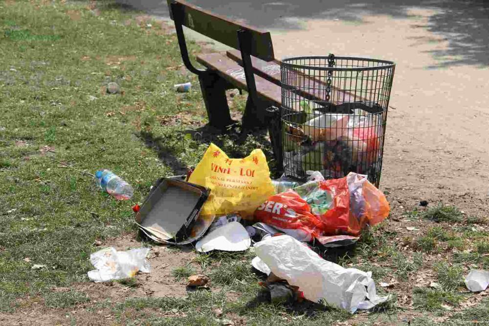Wer räumt den Müll der Bader weg? - Foto: Andrei Schnell