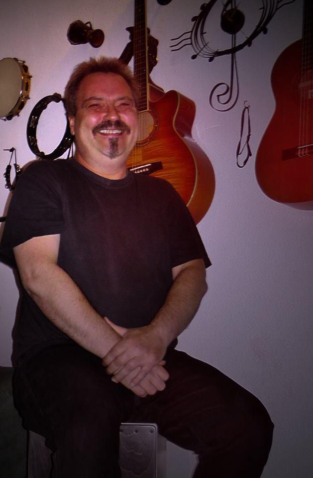 Ole von Vosskuhl im seinem Musikzimmer