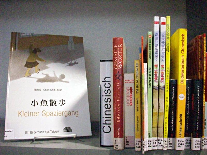 Bücher in 40 Sprachen sind am Luisenbad heute erhältllich. Foto: Mardan