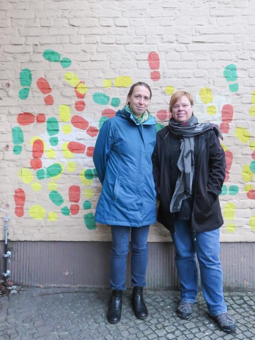 """Frau Erler und Frau Liebscher von der """"AG WC"""" an der Anna-Lindh-Schule"""