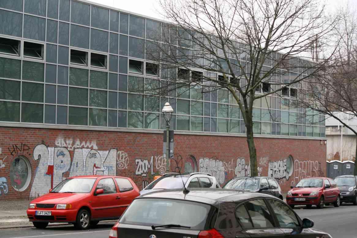 Sporthalle Wiesenstraße 56-58 wurde Notunterkunft - Foto Andrei Schnell