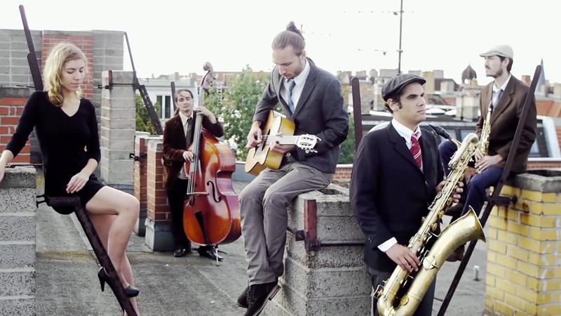Die Band Zinedine Tsigane spielen live in der Kirche. Foto: Promo