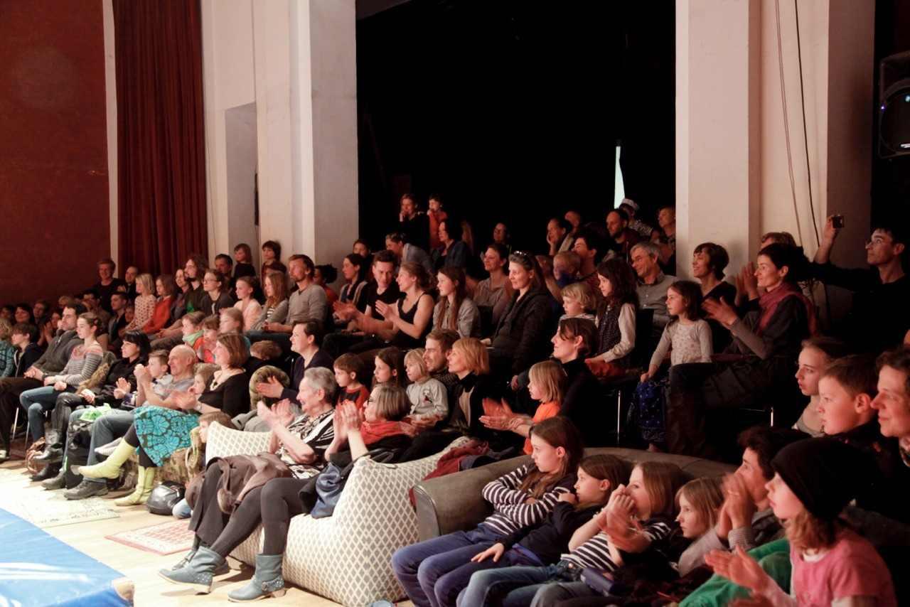 Begeistertes Publikum bei den Kinderaufführungen im Glaskasten - Foto: Schroeckleloecks