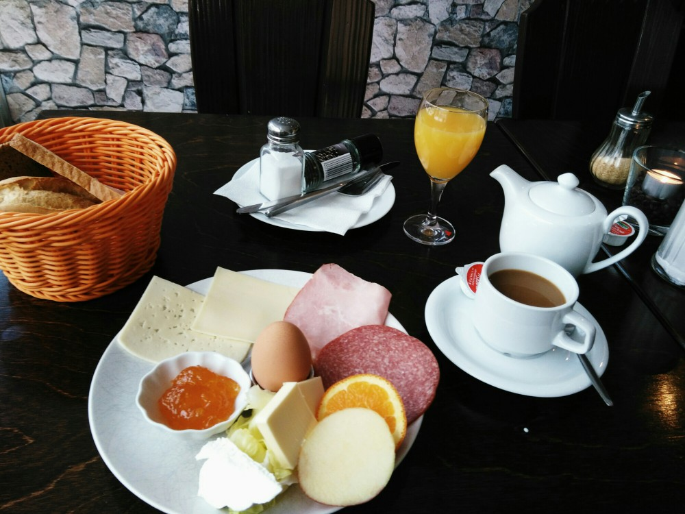 Cafe Mocca Gerichtstr Frühstück