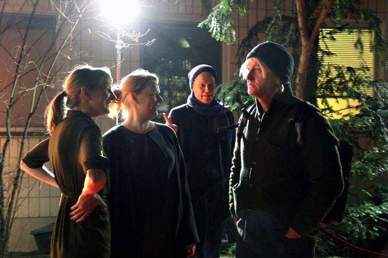 Die Kinobetreiberinnen Anne Lakeberg (links) und Wiebke Wonder begrüßten Filmemacher Detlev Buck (rechts). Foto: Hensel