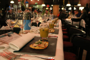 Das Menu zum Film gibt es in der Gourmanderie. Das Foto zeigt das Kulinarische Kino vor drei Jahren. Foto: Hensel