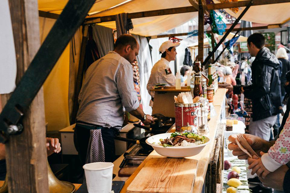Ein Stand wie diesen beim Thanksgiving-Markt im vergangenen Herbst soll es jetzt regelmäßig geben. Foto: Mamma Berlin