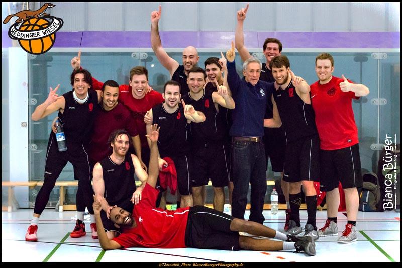 Die 1. Herren der Weddinger Wiesel freuen sich über den Aufstieg in die erste Landesliga. Foto: Bianca Bürger
