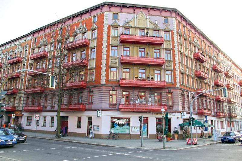 Der Senior am Platz: das Haus mit der auffälligen Fassade steht ebenfalls an der Gleim-Oase. Foto: D. Hensel