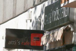 Atti's Café in der Drontheimer Straße gleich hinter der Bushaltestelle. Foto Andrei Schnell.