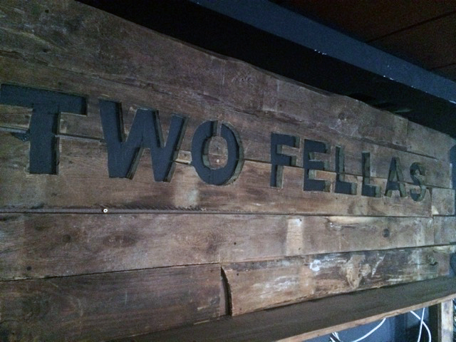 two Fellas_Schild