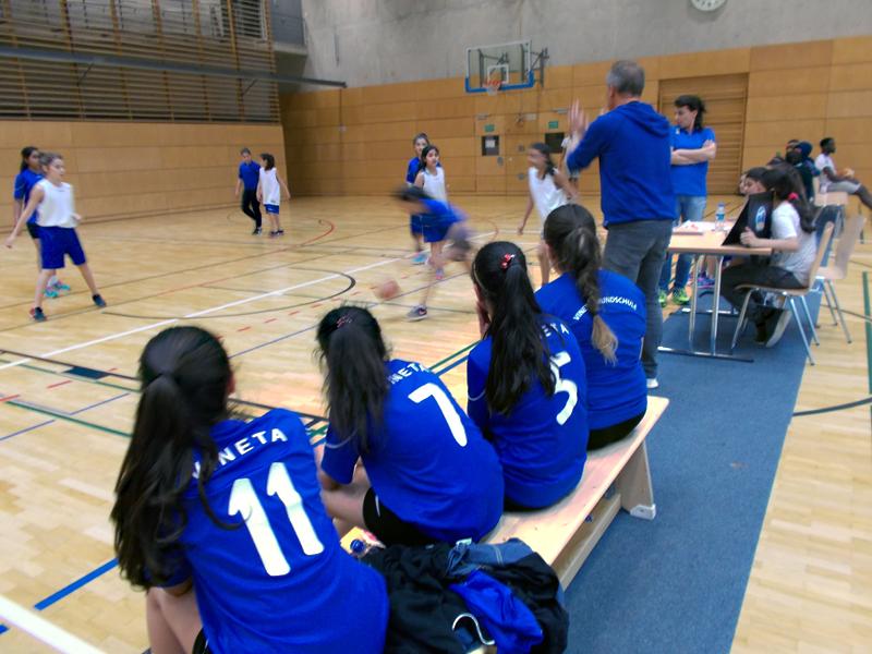 Team Vineta verfolgt ein Spiel. Foto: Susanne Bürger