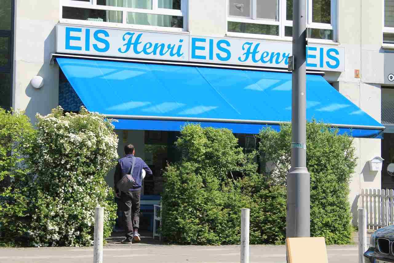 Eis Henri in der Brunnenstraße. Foto Lotte Schnell.