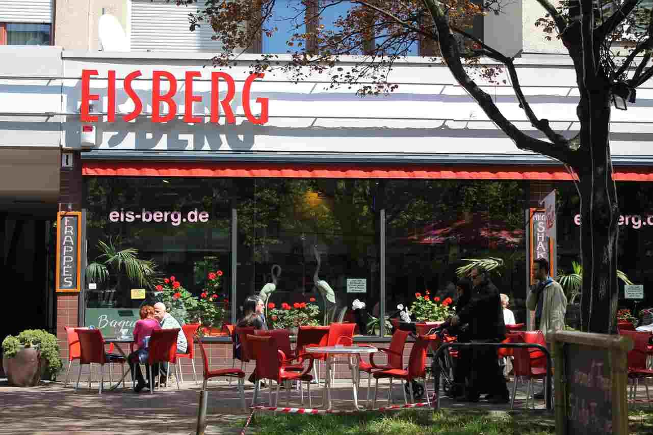 Eiscafe Eisberg in der Brunnenstraße. Foto Lotte Schnell.