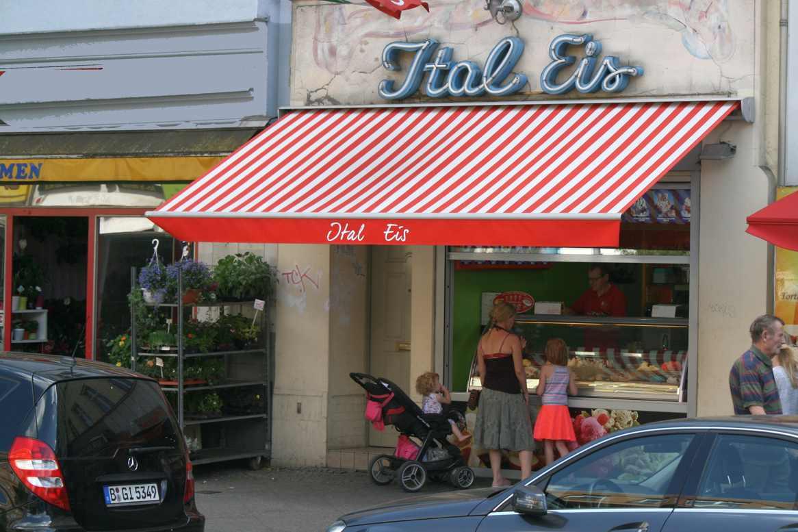 Italienisches Eis in der Müllerstraße. Foto Andrei Schnell.