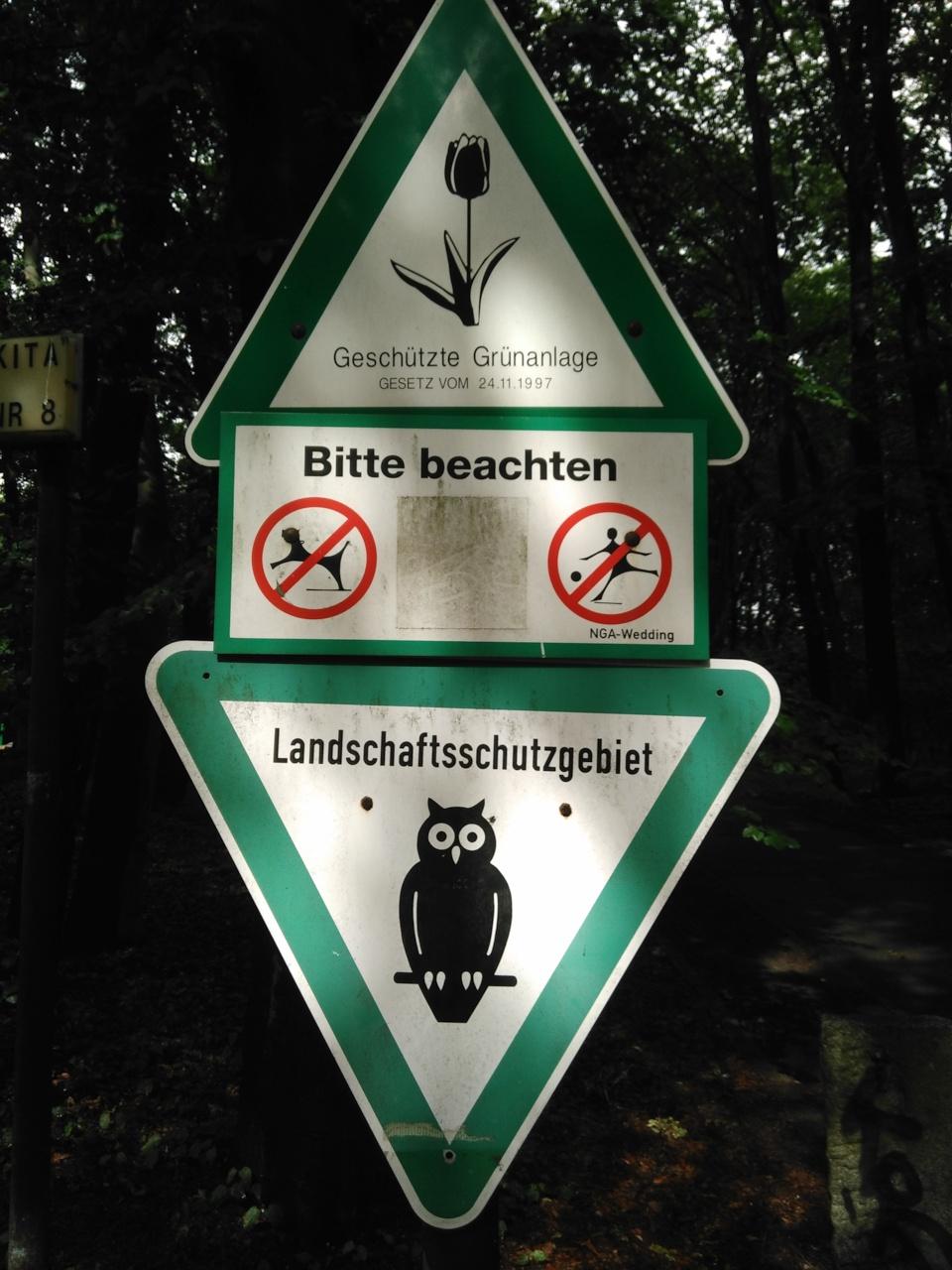 Schild geschützte Grünanlage Landschaftsschutzgebiet