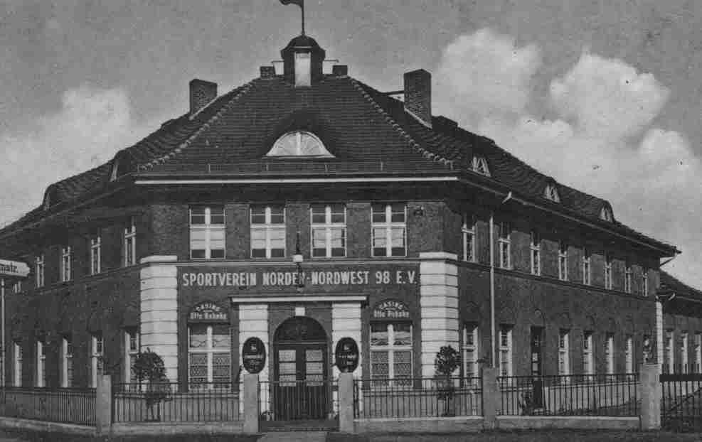 Das heutige Hostel in der Jülicher Straße war nicht Heim der Hertha. Foto Ralf Schmiedecke Sammlung Berlin.