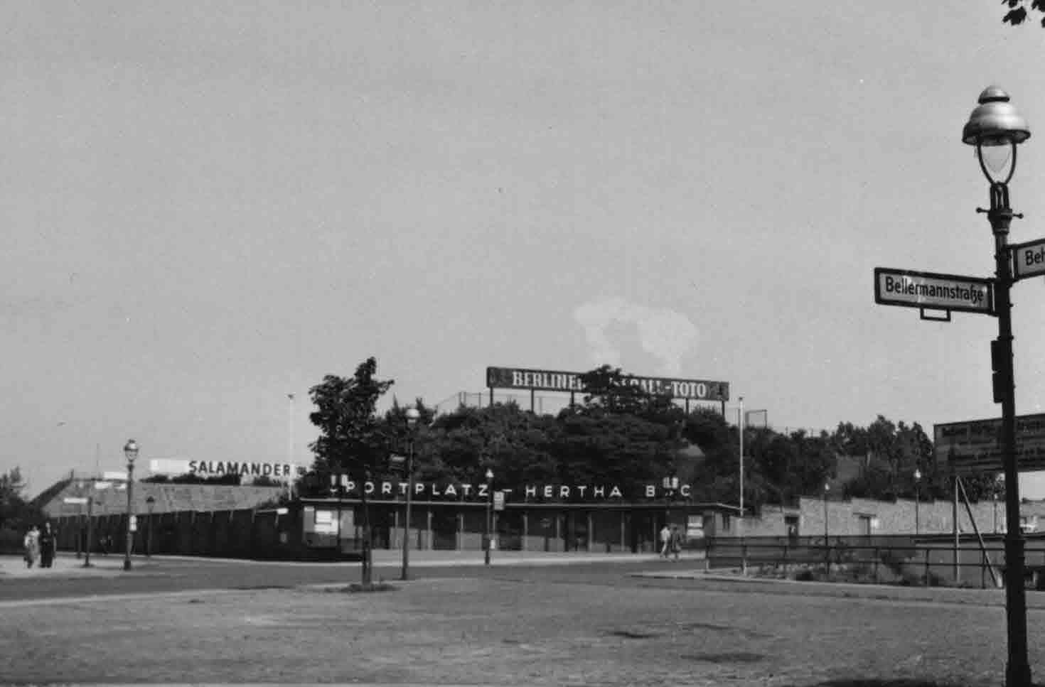 Eingang Hertha Sportplatz um 1955. Foto Ralf Schmiedecke Sammlung Berlin