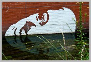 Streetart-gesicht-panke-Kunst-SpiegelungBerlin-Wedding, Juli 2009