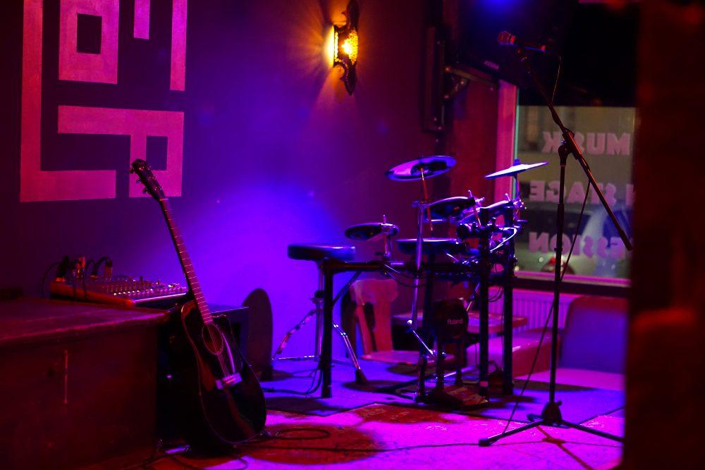 Konzert Bühne Flop Bar