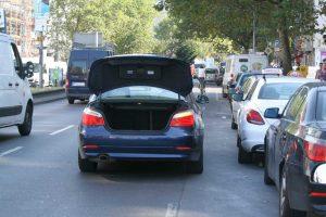 Parken ohne Nummernschild auf der Badstraße. Foto Andrei Schnell.