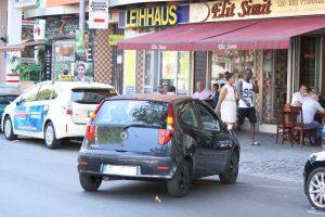 Parken nach Gusto auf der Badstraße. Foto Andrei Schnell.