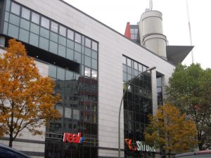 Das Gesundbrunnen Center von der Behmstraße aus. Foto: Hensel