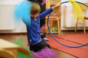 Zirkus und Akrobatik im Familienzentrum. Foto: Andrei Schnell