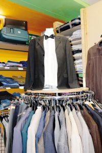 Kleiderständer in der Kleiderkiste in der Wollankstraße. Foto: Lena Reich