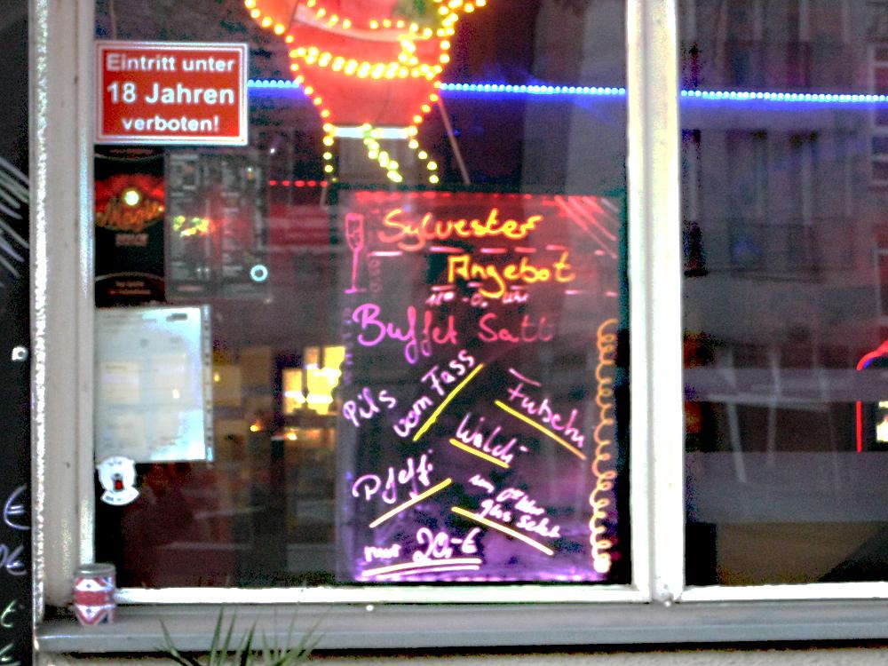 Silvester schon was vor? Auch die Eckkneipen wie das Oldie Eck in der Soldiner Straße Ecke Koloniestraße laden ein. Foto: Dominique Hensel