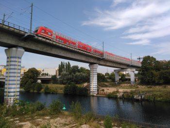 Regionalbahn Bahnbrücke Schiffahrtskanal